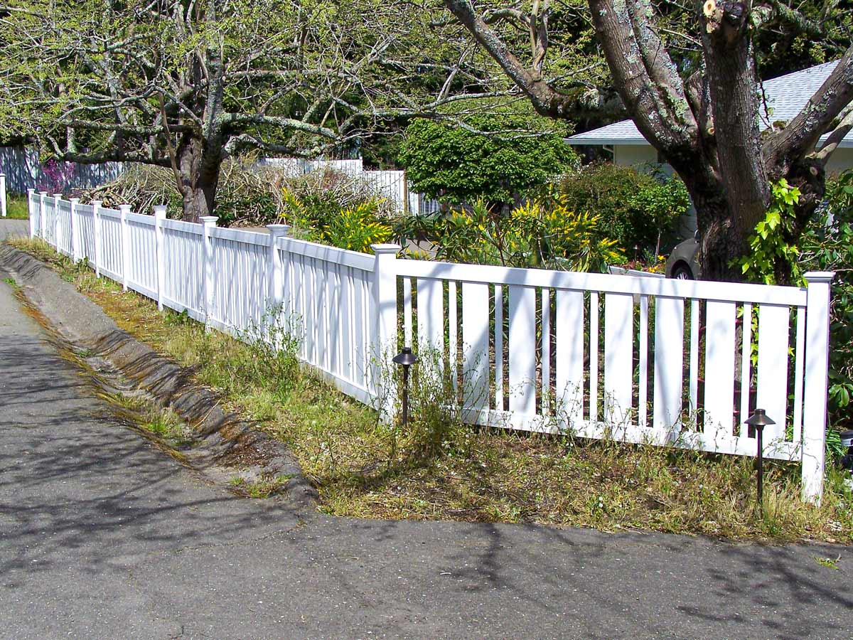 DiFranco Gate & Fence - Residential & Commercial Custom Fence Contractor - Picket Fence - Rohnert Park CA